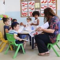 ילדי מעון ויצו תלפיות מזרח בירושלים קוראים ספרים