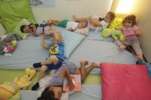 """מסיבת פיג'מה בעקבות הספר """"פעם היה ילד שלא רצה לישון לבדו"""", מעון ביאליק נעמת באשדוד"""