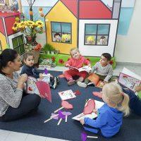 הילדים אוספים נשיקות בפעילות סביב הספר במעון הלוטוס ויצו, כרמיאל