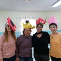 צוות מעון ויצו הגיל הרך בבאר שבע מדגמנות כובעים מקסימים בעקבות הספר