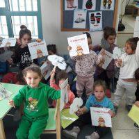 ילדי מעון ויצו בירנית תל אביב קוראים ביחד את הספר