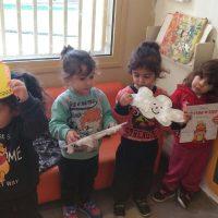 ילדי מעון נעמת ענבל ברמלה ממחיזים את הסיפור