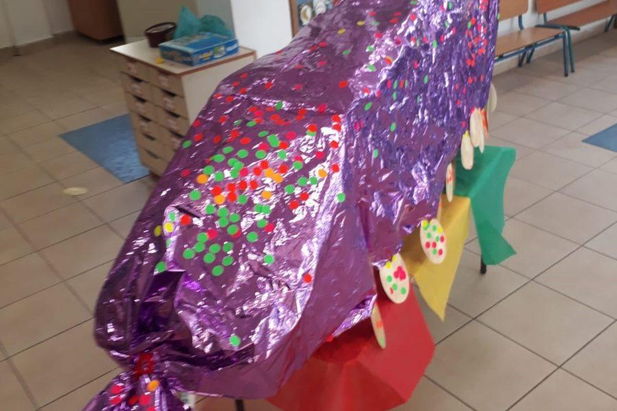 המפלצת הסגולה שהכינו הילדים במעון ויצו כלנית בתל אביב