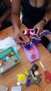 במעון ויצו דורה בנתניה הכינו בובות גרב של מפלצת סגולה