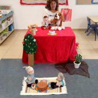 מעון החורש באשדוד, סינתיה המחנכת הכינה הצגה לילדים עם פתיחת הספריה והספר גורג