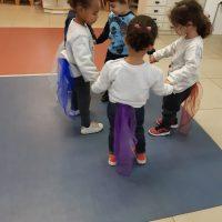 במעון נעמת בית פרידה הילדים ממחיזים את הספר